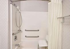 東麥迪森溫德姆麥克羅特套房酒店 - 麥迪遜 - 麥迪遜 - 浴室