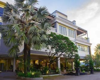Rattan Inn - Banjarmasin - Building