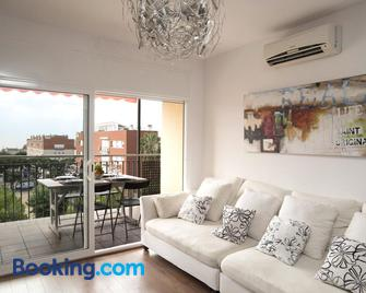 Vilamarlux I - Vilassar de Mar - Living room