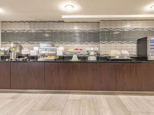 La Quinta Inn & Suites by Wyndham Portland - Portland - Buffet