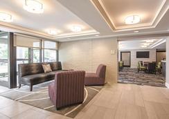 La Quinta Inn & Suites by Wyndham Portland - Portland - Lobby