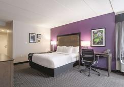 La Quinta Inn & Suites by Wyndham Portland - Portland - Bedroom