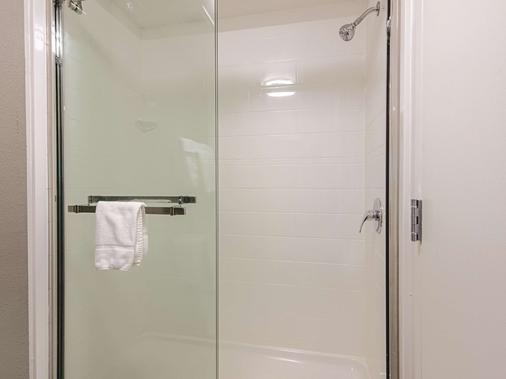 La Quinta Inn & Suites by Wyndham Portland - Portland - Phòng tắm