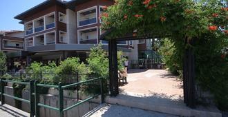 梅塔家庭飯店 - 馬爾馬里斯