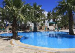 拉羅薩酒店 - 居姆貝特 - 游泳池