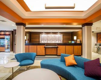 Fairfield Inn & Suites by Marriott Portsmouth Exeter - Exeter - Лоббі
