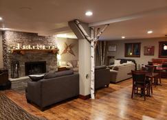 Rib Mountain Inn - Wausau - Living room