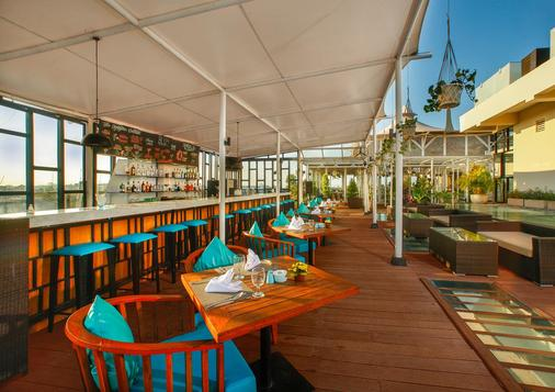de Vins Sky Hotel Seminyak - Kuta - Bar
