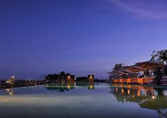 de Vins Sky Hotel Seminyak - Kuta - Outdoors view