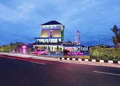 Favehotel Cilacap - Cilacap - Building