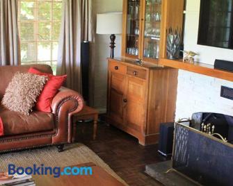 Invermooi Estate - Hilton - Living room