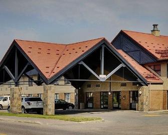Thompson's Best Value Inn & Suites - Томпсон - Building