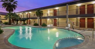 Best Western Ingram Park Inn - San Antonio - Pool