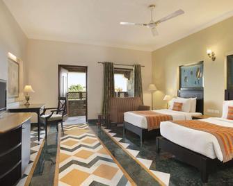 Ramada by Wyndham Udaipur Resort and Spa - Udaipur - Bedroom