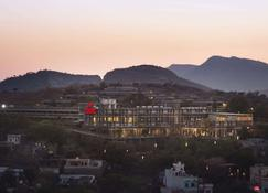 Ramada by Wyndham Udaipur Resort and Spa - Udaipur - Outdoor view