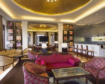 Ramada by Wyndham Udaipur Resort and Spa - Udaipur - Lounge