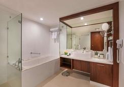 Discovery Suites - Pasig - Μπάνιο