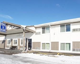 Faribault Hometown Inn & Suites - Faribault - Building