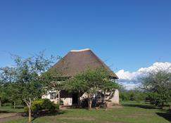 Engiri Game Lodge and Campsite - Kasese - Vista del exterior