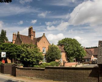 The Charlecote Pheasant Hotel - Warwick - Outdoors view
