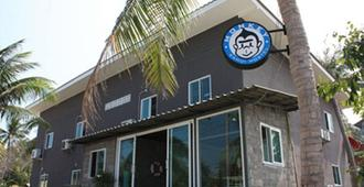Monkey Samui Hostel - Ko Samui - Building