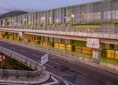 Tav Airport Hotel Izmir - Esmirna - Edificio