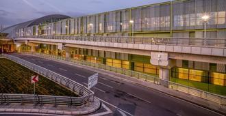 Tav Airport Hotel Izmir - Smirne - Edificio