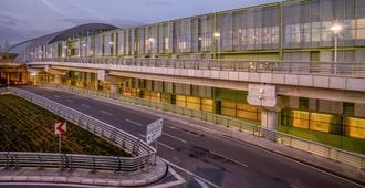 Tav Airport Hotel Izmir - อิซเมียร์