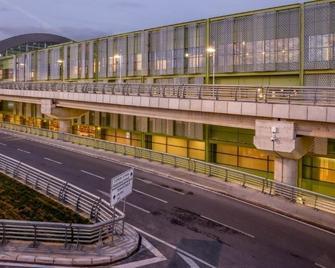 Tav Airport Hotel Izmir - Izmir - Building
