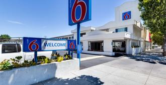 Motel 6 San Jose Convention Center - San Jose - Byggnad