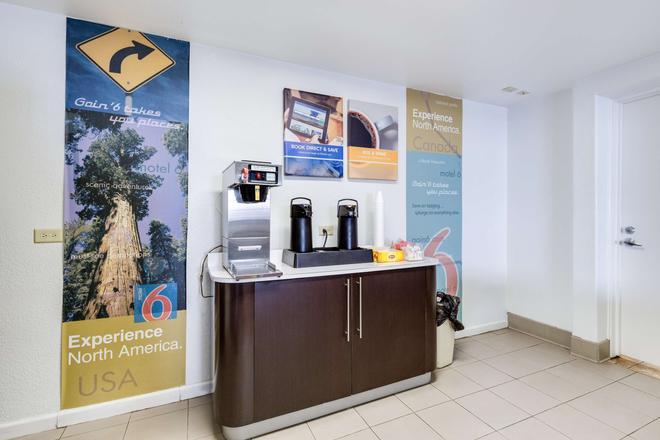 聖約瑟會議中心6號汽車旅館 - 聖何塞 - 自助餐