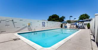 Motel 6 San Jose Convention Center - סן חוזה - בריכה