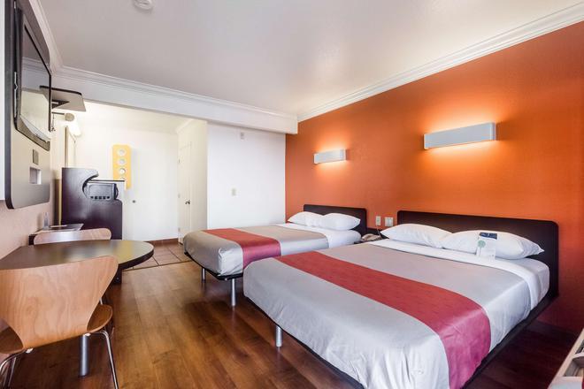 聖約瑟會議中心6號汽車旅館 - 聖何塞 - 臥室