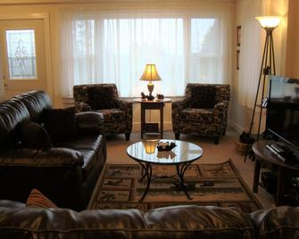 The Blue House - Ironwood - Living room