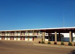 Plains Motel - Brooks - Building