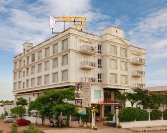 Clarks Inn Airport Hotel - Hubli - Gebäude
