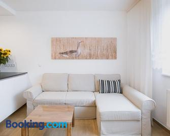 Ferienwohnungen Lass - Frauenkirchen - Living room
