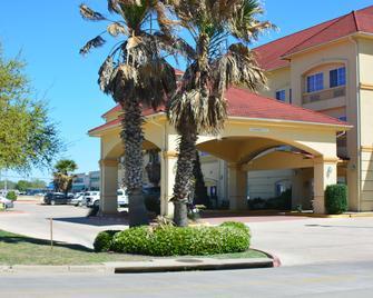 Baymont Inn & Suites Brenham - Brenham - Rakennus