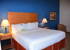 Baymont Inn & Suites Brenham - Brenham - Bedroom
