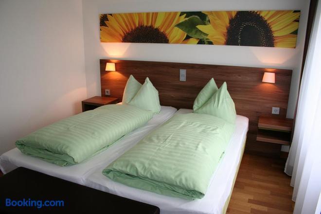 Stadthotel Bernstein - Regensburg - Bedroom