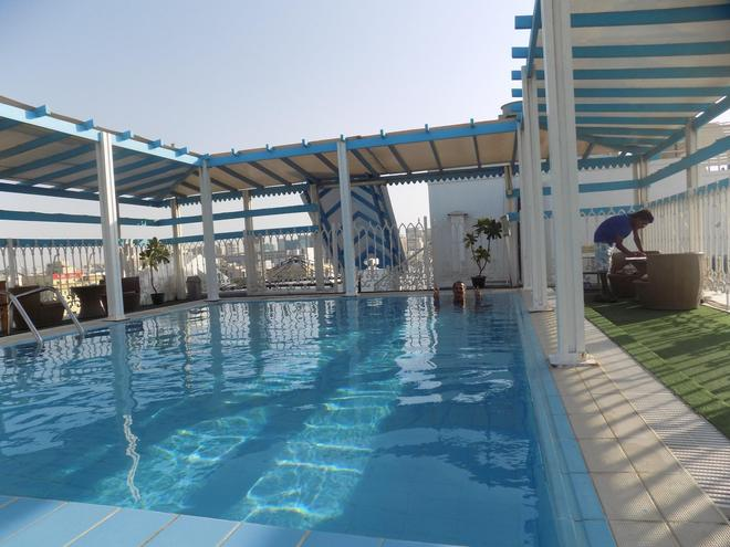 夢圓皇宮飯店 - 杜拜 - 游泳池