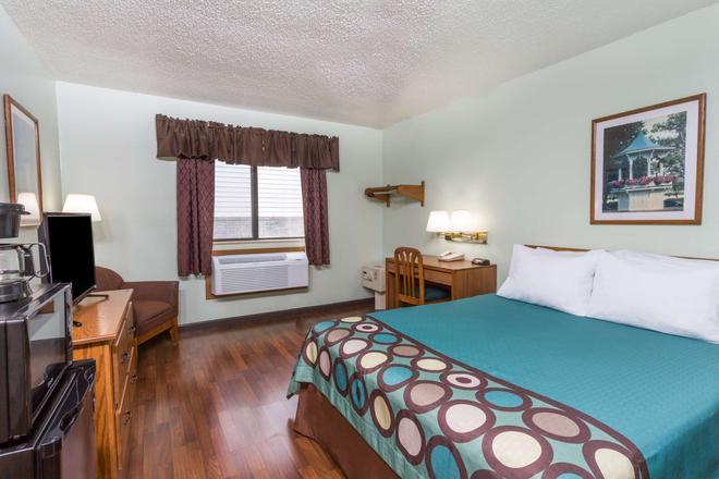 Super 8 by Wyndham Gallipolis Pt Pleasant Area - Gallipolis - Bedroom