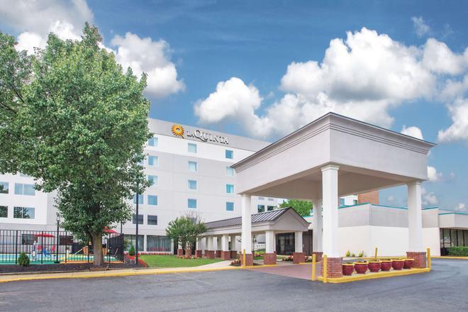 La Quinta Inn & Suites DC Metro Capitol Beltway - Capitol Heights - Building