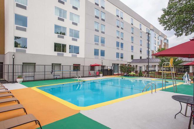La Quinta Inn & Suites DC Metro Capitol Beltway - Capitol Heights - Pool