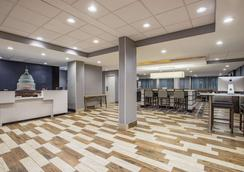 La Quinta Inn & Suites DC Metro Capitol Beltway - Capitol Heights - Lobby