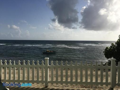 Atlantis Historic Inn - Bathsheba - Beach