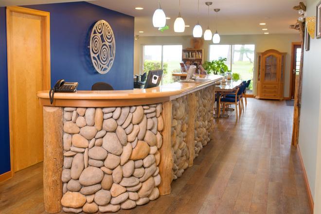 Ocean Resort - Campbell River - Front desk