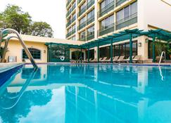 The Courtleigh Hotel And Suites - Kingston - Pool