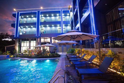 Vienna Hotel - Coron - Pool