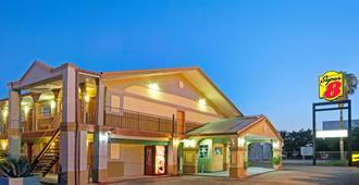 Super 8 by Wyndham La Marque TX/Texas City Area - La Marque - Edificio